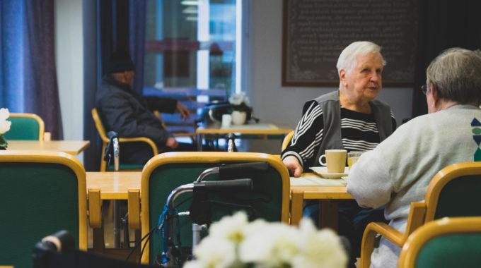 Sosioekonomiset Erot Toimintakyvyssä Ja Koetussa Terveydessä Ovat Kasvaneet Vanhimmissa Ikäryhmissä Suomessa Ja Ruotsissa 2000-luvulla